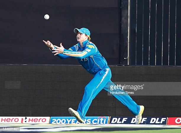 Pune Warriors player Steven Smith tries to catch of Ajinkya Rahanel during the IPL 5 T20 match between Pune Warriors and Rajasthan Royals at Subrata...