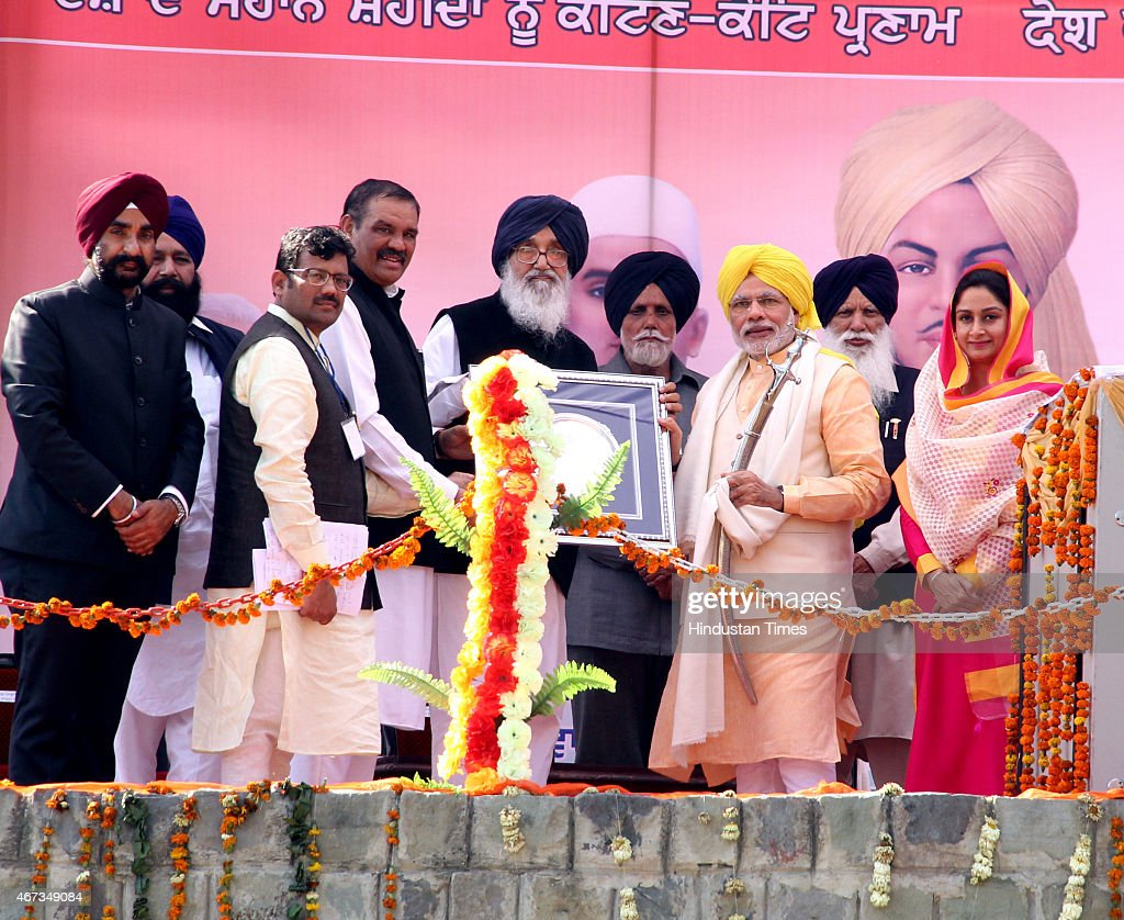 Punjab Chief Minister <a gi-track='captionPersonalityLinkClicked' href=/galleries/search?phrase=Parkash+Singh+Badal&family=editorial&specificpeople=3634862 ng-click='$event.stopPropagation()'>Parkash Singh Badal</a>, BJP President Punjab Kamal Sharma and Punjab Irrigation Minister Janmeja Singh Sekhon honoring Prime Minister <a gi-track='captionPersonalityLinkClicked' href=/galleries/search?phrase=Narendra+Modi&family=editorial&specificpeople=822611 ng-click='$event.stopPropagation()'>Narendra Modi</a> during an event to mark the death anniversary of Indian freedom fighters Bhagat Singh, Rajguru and Sukhdev at Hussainiwala on the anniversary of their martyrdom on March 23, 2015 in Firozpur, India.