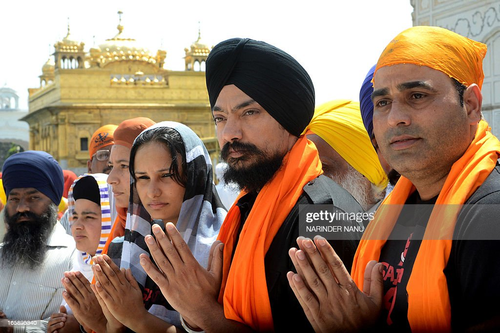 Punjabi film producer and actor Kuljinder Singh Sidhu (2R) pay his respects for the release of Punjabi film 'Sadda Haq', at the Golden Temple in Amritsar on April 7, 2013. The Punjabi film, based on the Khalistan movement, was banned by the Punjab Government to 'maintain communal harmony' in the state, officials said.