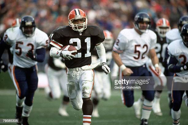 Punt returner Eric Metcalf of the Cleveland Browns returns a punt against the Chicago Bears at Municipal Stadium on November 29 1992 in Cleveland Ohio