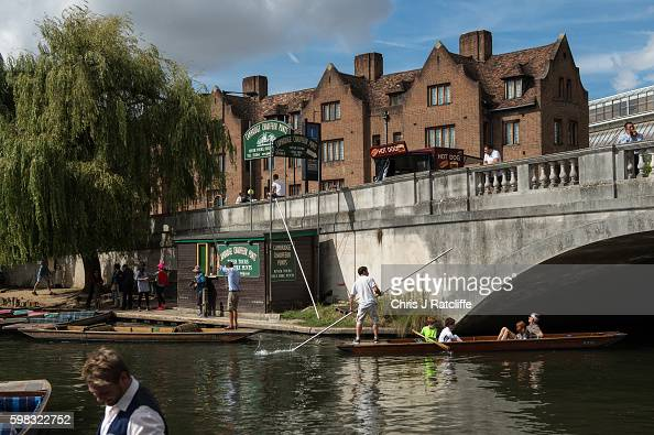 Punters pick up and drop off tourists on the River Cam on September 1 2016 in Cambridge England Punting is popular with many tourists in Cambridge as...