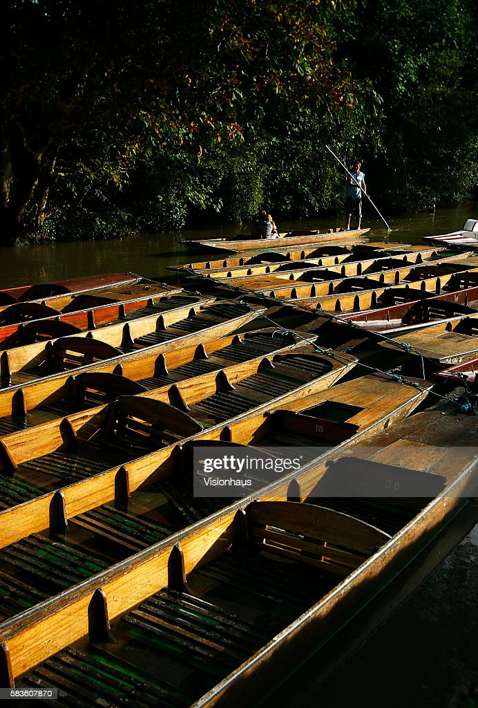 Punting on the River Cherwell in Oxford Affectionately named 'the city of dreaming spires' by nineteenth century English poet Matthew Arnold a...