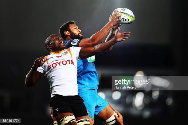 Pupa Mohoje of the Cheetahs competes with Patrick Tuipulotu of the Blues in the lineout during the round 12 Super Rugby match between the Blues and...