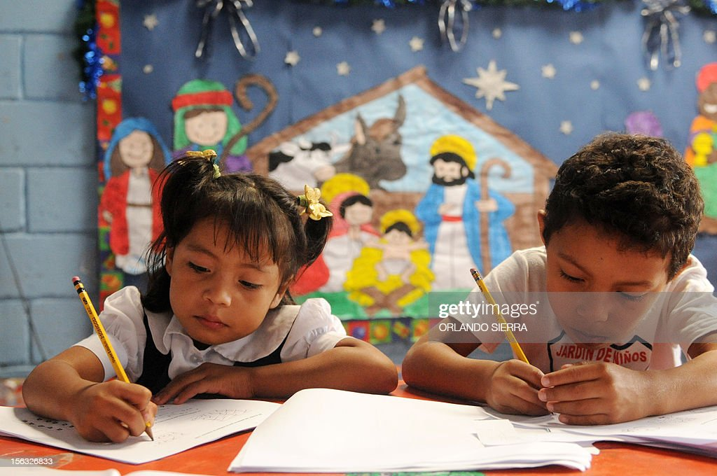 Pupils make an exercise during a class at a nursery school in Tegucigalpa on November 13, 2012. AFP PHOTO/Orlando SIERRA