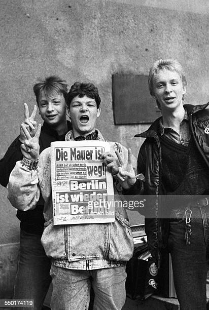 Pupils of the East Berlin KarlFriedrichSchinkelOberschule presenting the newspaper BZ with the headline The Wall is gone Berlin is again Berlin the...