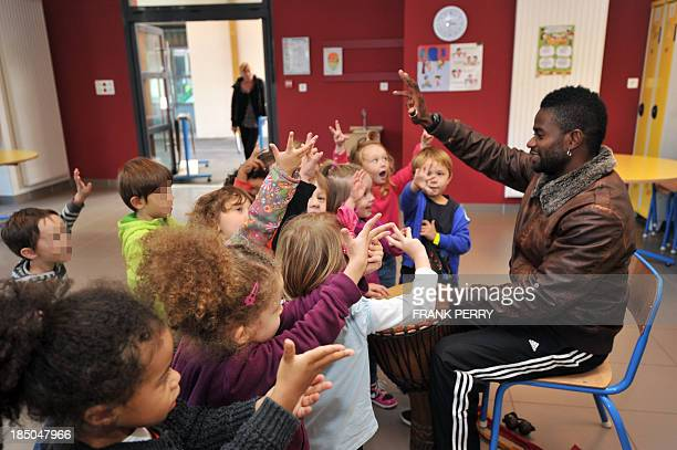 Pupils of the 'Ecole des Reformes' take part in an after school activity in the framework of the reform of school timetables on October 11 2013 in...