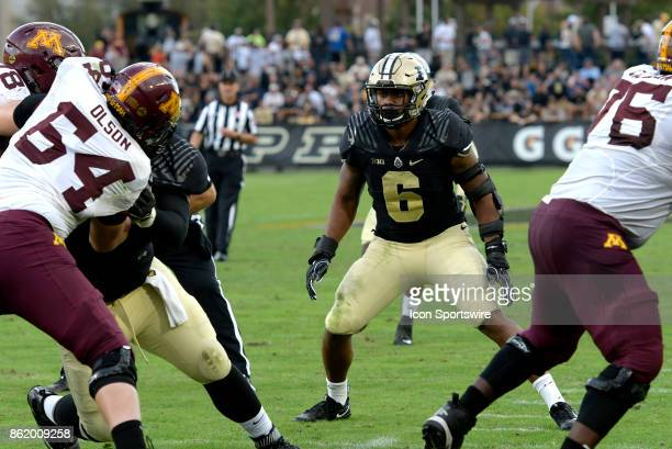 Purdue Boilermakers linebacker TJ McCollum keeps an eye on the ball during the Big Ten Conference game between the Minnesota Golden Gophers and the...