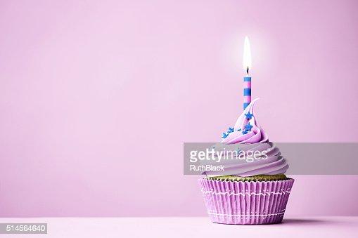 Purple Geburtstag Cupcake Stock Foto Thinkstock