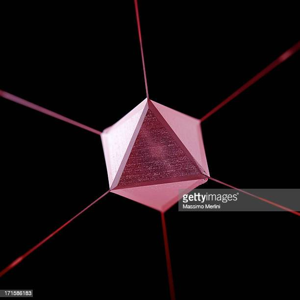 Violet Geodesy prisme avec lignes de chaque vertex