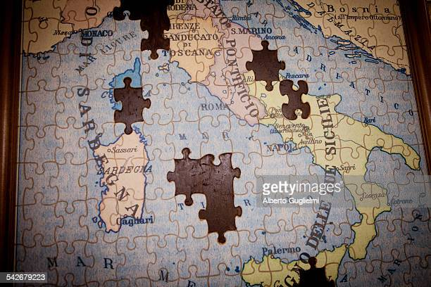 Puzzle map of Italy.