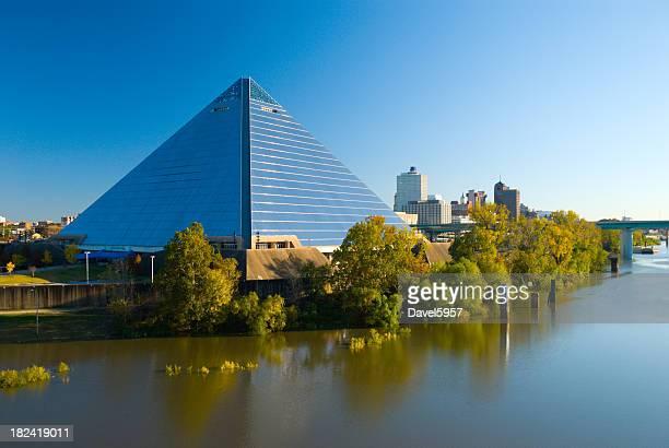 Pyramid Arena e Memphis, TN skyline della città