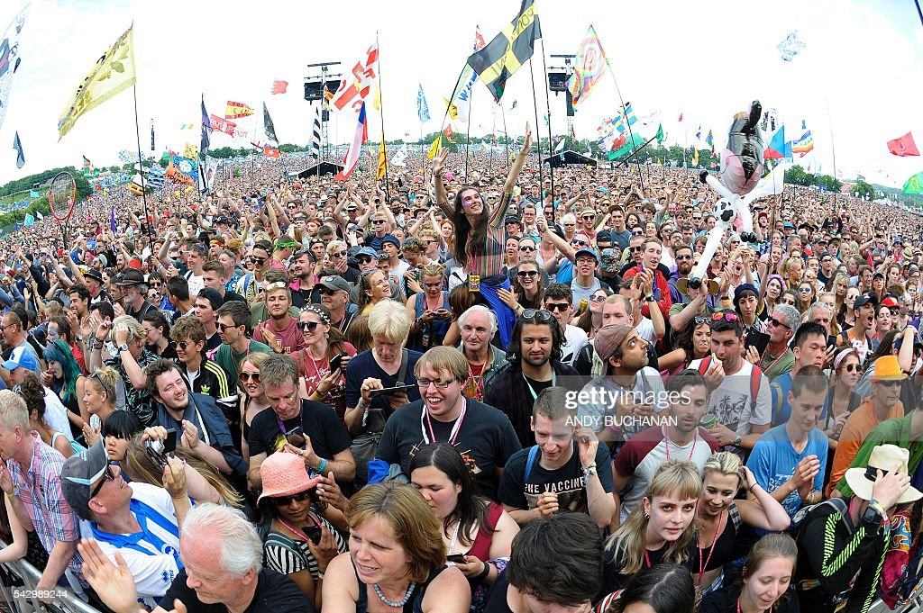 Pyramid Stage crowd on day four of the Glastonbury Festival of Music and Performing Arts on Worthy Farm near the village of Pilton in Somerset, South West England on June 25, 2016. / AFP / Andy Buchanan