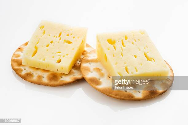 Pyrennes cow cheese with crackers