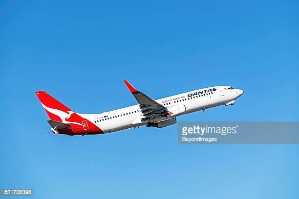 Avião de Qantas descolagem do Aeroporto de Melbourne