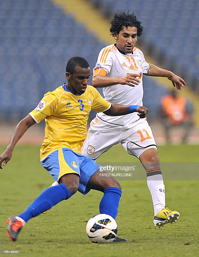 Qatari Al Gharafa player Meshal Mubarak (#3) dribble past Saudi Arabia's al-Shabab club player Ahmed Ateef during their AFC Champions League football match at King Fahad International stadium in Riyadh, on May 21, 2013.