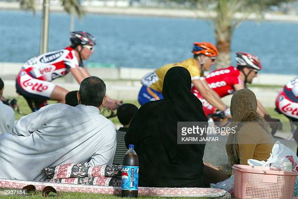 Qatari family picnic to watch the final stage of the Tour of Qatar 06 February 2004 in Doha International teams took part in the fiveday tournament...