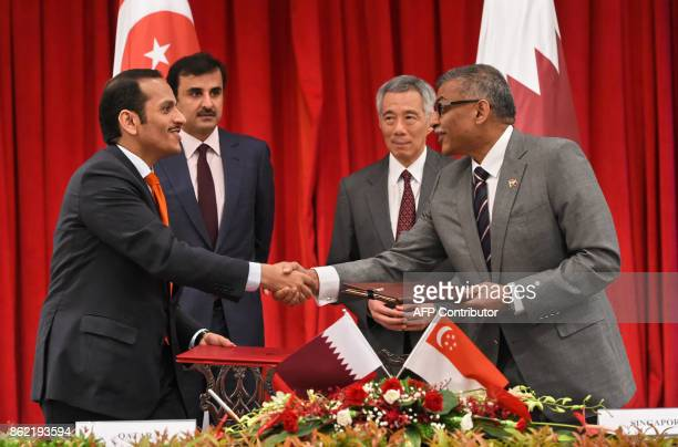 Qatar's Emir Sheik Tamim bin Hamad alThani and Singapore Prime Minister Lee Hsien Loong witness the signing ceremony of Memorundum of Understanding...