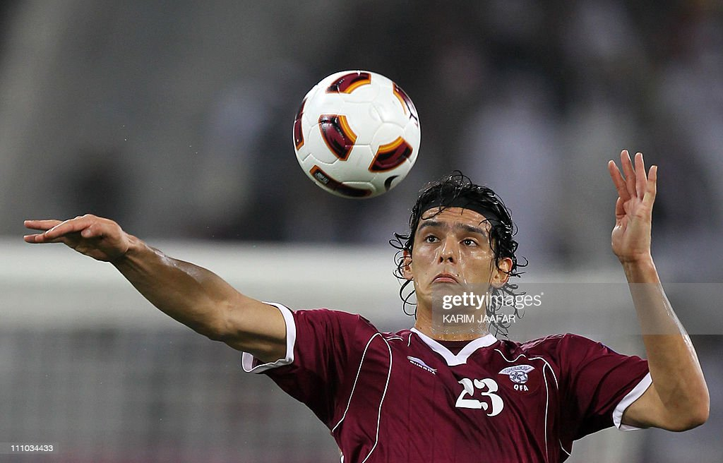 Qatar's forward Sebastian Soria controls the ball during the 2011 Asian Cup group A football match between Qatar and Kuwait at Khalifa Stadium in the...