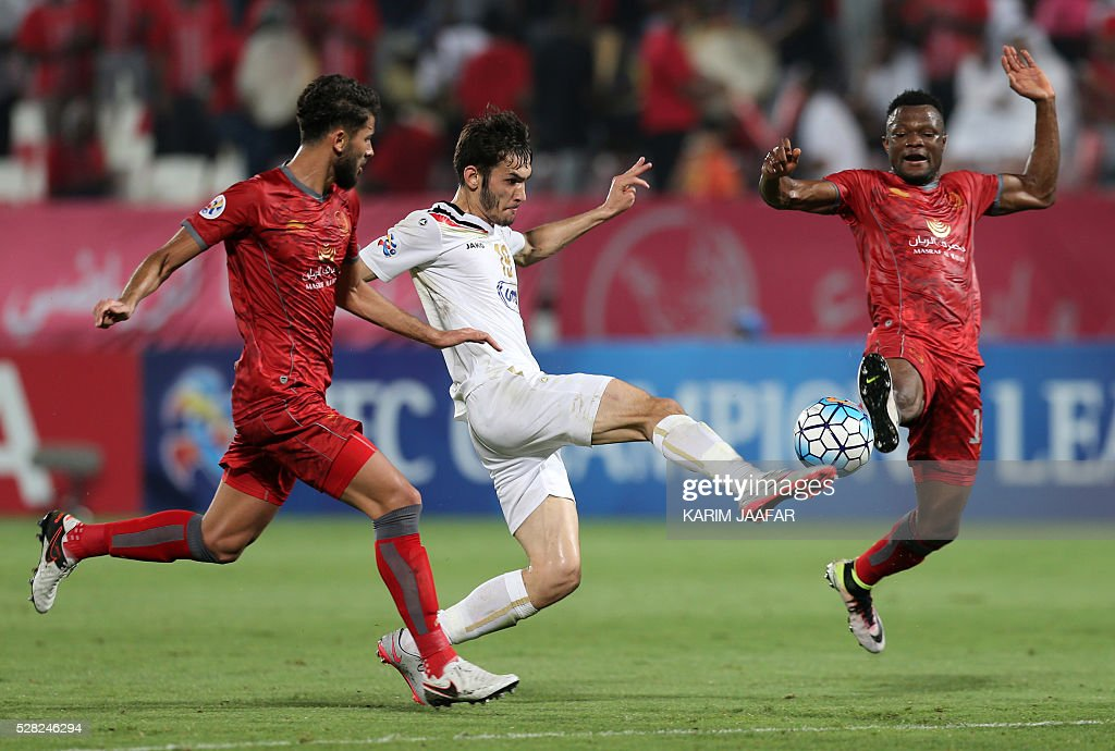 Qatar's Lekhwiya's Khaled Radwan (L) and Mohammed Trisour (R) fight for the ball with Uzbekistan's Bunyodkor's Zabikhillo Urinboev during their Asian Champions League football match at Abdullah bin Khalifa Stadium in Doha on May 4, 2016. / AFP / KARIM