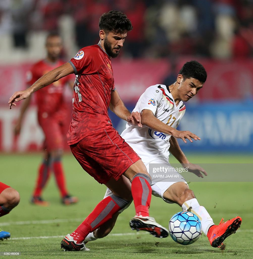 Qatar's Lekhwiya's Khaled Radwan (L) fights for the ball with Uzbekistan's Bunyodkor's Doctonbek Khamdamov during their Asian Champions League football match at Abdullah bin Khalifa Stadium in Doha on May 4, 2016. / AFP / KARIM