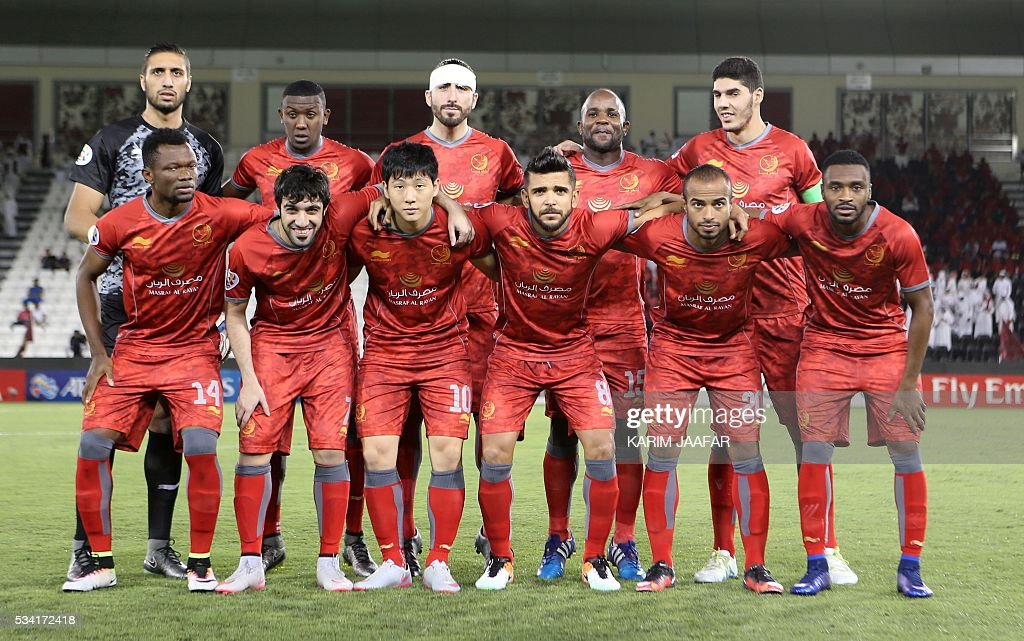 Qatar's Lekhwiya's players pose for a group picture before their Asian Champions League round 16 football match against Qatar's El-Jaish at the Jassim Bin Hamad stadium in the capital Doha on May 25, 2016. / AFP / KARIM