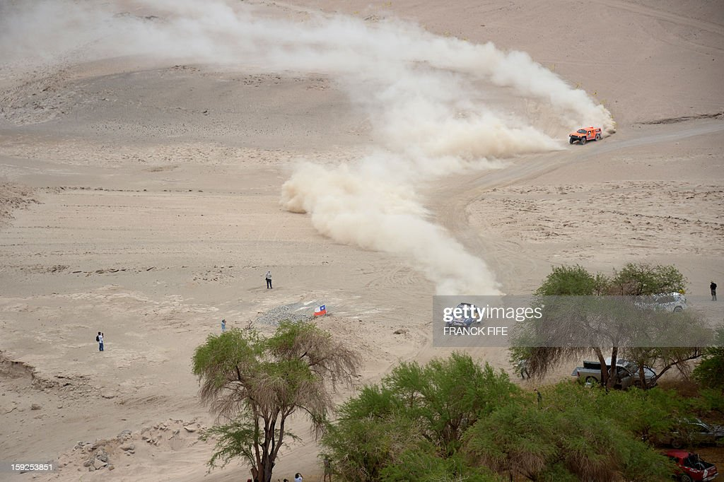 Qatar's Nasser Al-Attiyah (L) and US Robby Gordon compete in the Stage 6 of the 2013 Dakar Rally between Arica and Calama, Chile, on January 10, 2013. The rally is taking place in Peru, Argentina and Chile from January 5 to 20.