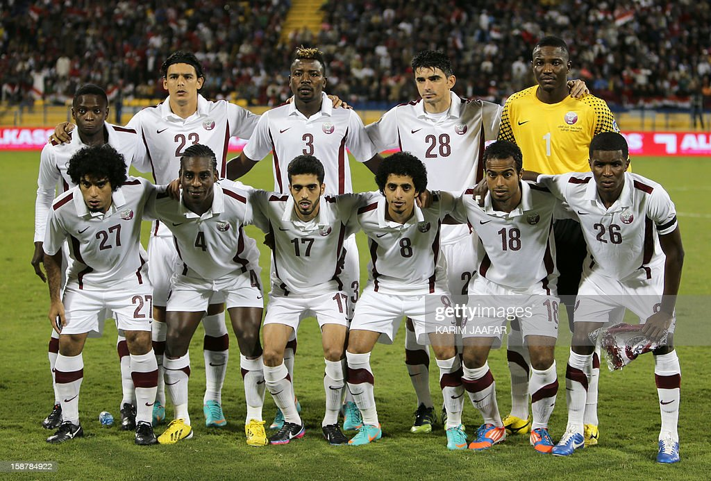 Qatar's national football team poses before their friendly football match against Egypt in the Qatari capital Doha on December 28, 2012. Egypt won 2-0.