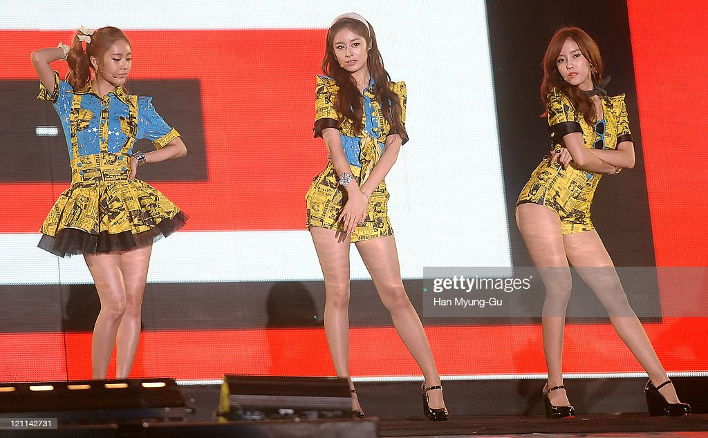 Q-Ri, Ji-Yeon and Hyo-Min of T-ara perform onstage during the Incheon Korean Wave Festival 2011 at Incheon World Cup Stadium on August 13, 2011 in Incheon, South Korea.