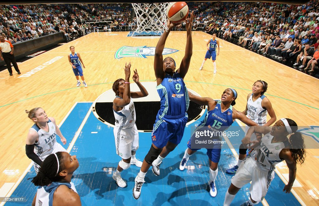Quanitra Hollingsworth #9 of the New York Liberty goes to the basket against <a gi-track='captionPersonalityLinkClicked' href=/galleries/search?phrase=Taj+McWilliams-Franklin&family=editorial&specificpeople=213186 ng-click='$event.stopPropagation()'>Taj McWilliams-Franklin</a> #8 of the Minnesota Lynx during the game on September 2, 2011 at Target Center in Minneapolis, Minnesota.