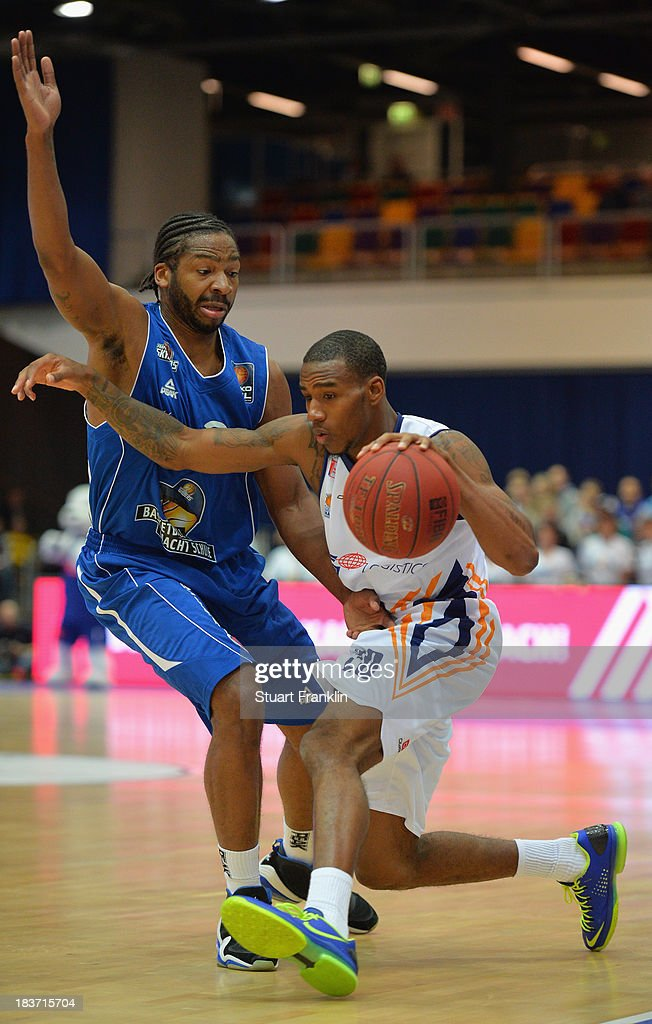 Quantez Robertson of Frankfurt challenges for the ball with Darius Adams of Bremerhaven during the BEKO Bundesliga basketball game between Eisbaeren...