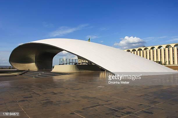 Quartel General faz parte da lista de monumentos da cidade de Brasília O projeto arquitetônico do prédio é de Oscar Niemeyer e o projeto paisagístico...