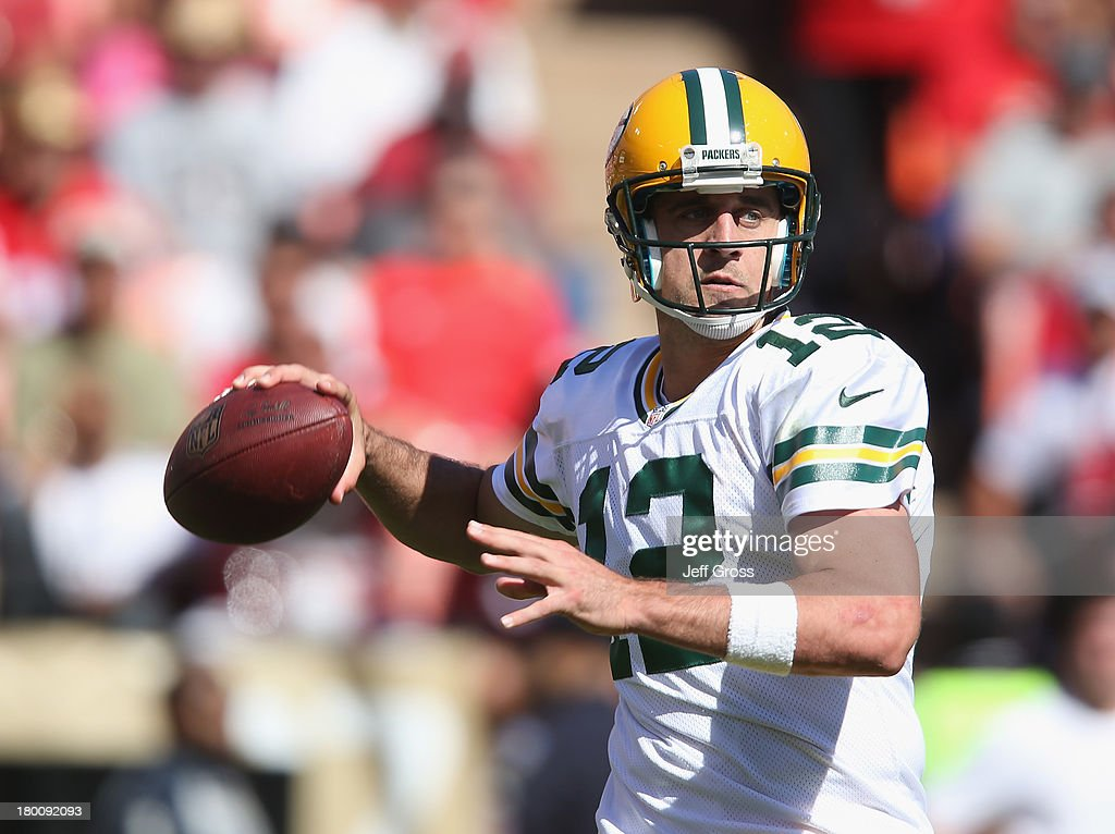 Quarterback <a gi-track='captionPersonalityLinkClicked' href=/galleries/search?phrase=Aaron+Rodgers+-+Quarterback+de+futebol+americano&family=editorial&specificpeople=215257 ng-click='$event.stopPropagation()'>Aaron Rodgers</a> #12 of the Green Bay Packers drops back to pass against the San Francisco 49ers in the first half at Candlestick Park on September 8, 2013 in San Francisco, California. The 49ers defeated the Packers 34-28.