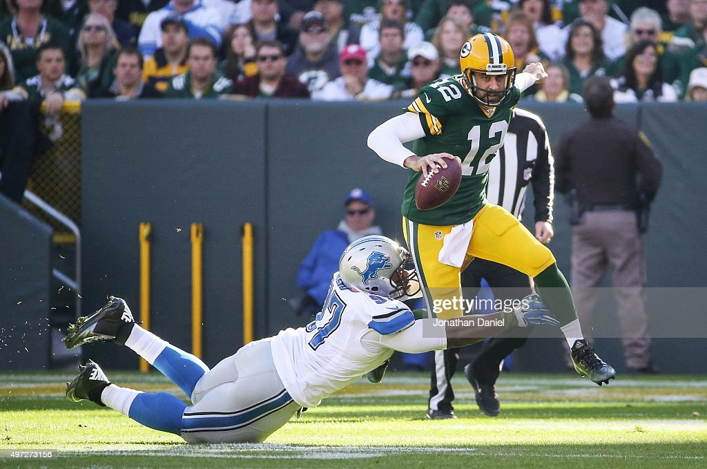 Quarterback <a gi-track='captionPersonalityLinkClicked' href=/galleries/search?phrase=Aaron+Rodgers+-+Quarterback+de+futebol+americano&family=editorial&specificpeople=215257 ng-click='$event.stopPropagation()'>Aaron Rodgers</a> #12 of the Green Bay Packers is sacked by <a gi-track='captionPersonalityLinkClicked' href=/galleries/search?phrase=Caraun+Reid&family=editorial&specificpeople=12523338 ng-click='$event.stopPropagation()'>Caraun Reid</a> #97 of the Detroit Lions in the first quarter at Lambeau Field on November 15, 2015 in Green Bay, Wisconsin.
