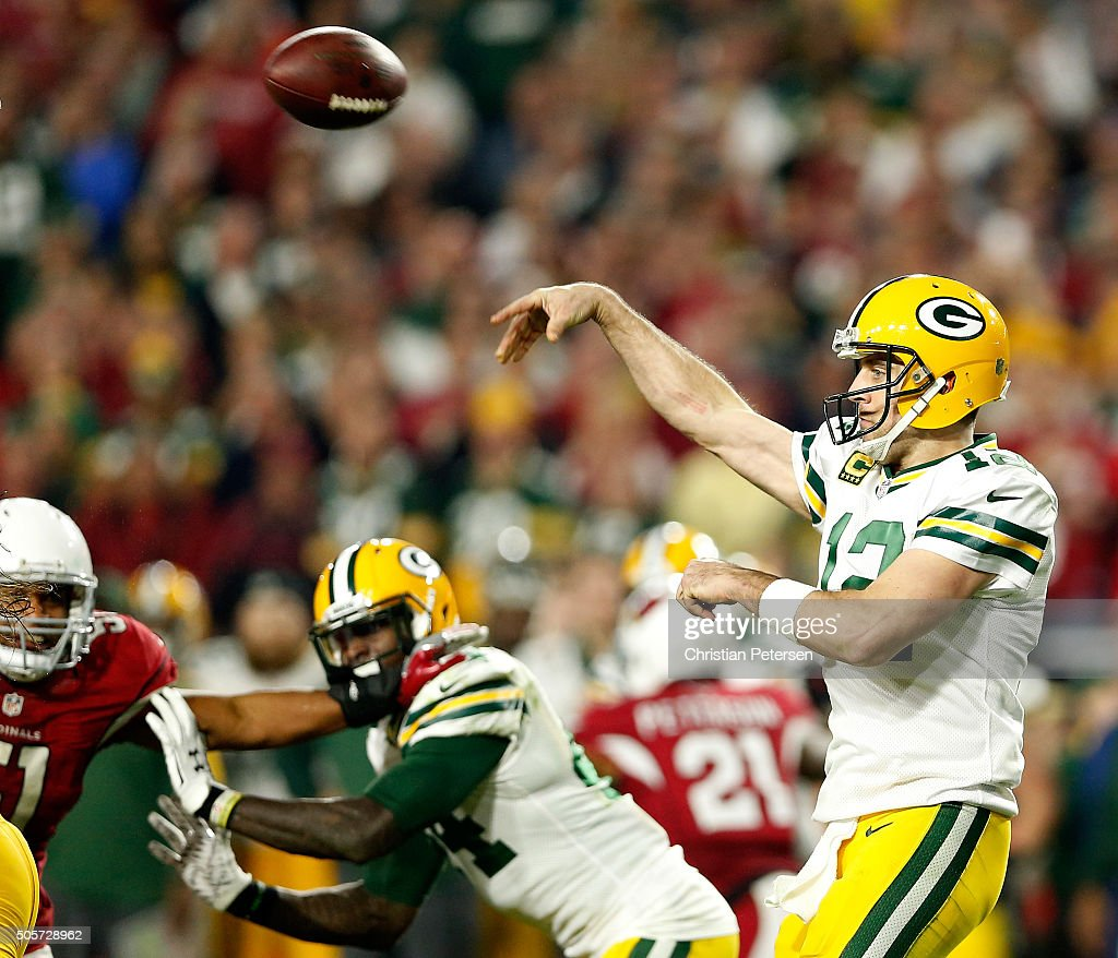 Quarterback <a gi-track='captionPersonalityLinkClicked' href=/galleries/search?phrase=Aaron+Rodgers+-+Quarterback+de+futebol+americano&family=editorial&specificpeople=215257 ng-click='$event.stopPropagation()'>Aaron Rodgers</a> #12 of the Green Bay Packers throws the ball in the fourth quarter against the Arizona Cardinals in the NFC Divisional Playoff Game at University of Phoenix Stadium on January 16, 2016 in Glendale, Arizona.