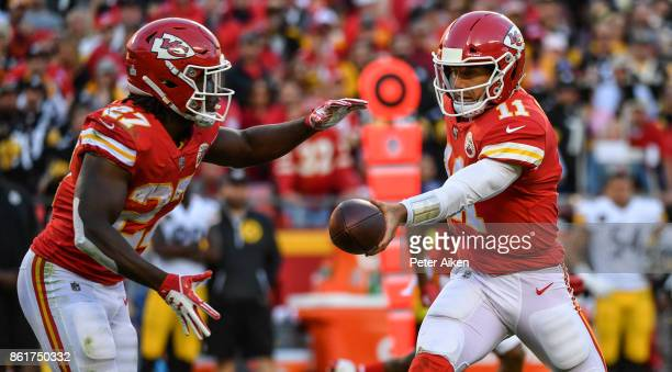 Quarterback Alex Smith of the Kansas City Chiefs hands the ball off to teammate Kareem Hunt during the second half of the game against the Pittsburgh...