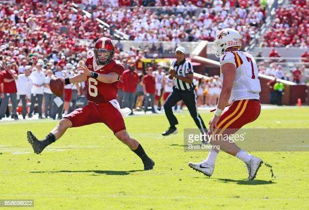 Quarterback Baker Mayfield of the Oklahoma Sooners gets around linebacker Joel Lanning of the Iowa State Cyclones at Gaylord Family Oklahoma Memorial...