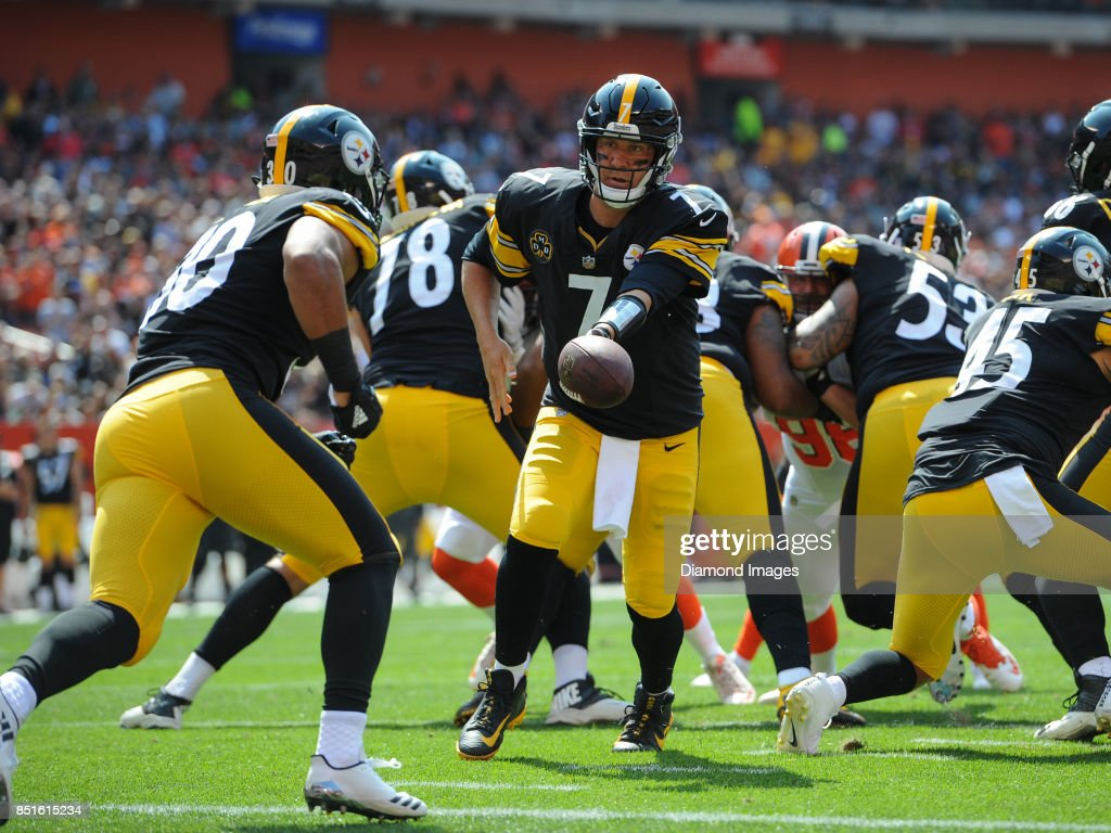 Quarterback Ben Roethlisberger #7 of the Pittsburgh Steelers hands the ball to running back James Conner #30 in the second quarter of a game on September 10, 2017 against the Cleveland Browns at FirstEnergy Stadium in Cleveland, Ohio. Pittsburgh won 21-18.