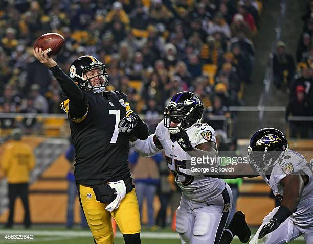 Quarterback Ben Roethlisberger of the Pittsburgh Steelers passes while under pressure from linebackers Terrell Suggs and Elvis Dumervil of the...
