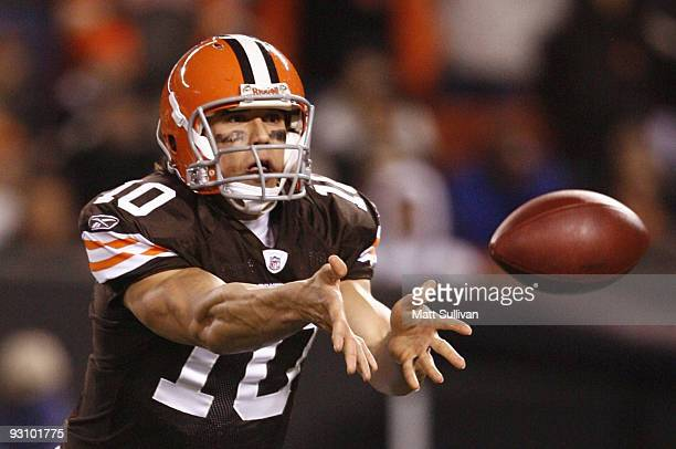 Quarterback Brady Quinn of the Cleveland Browns pitches the ball in the second quarter against the Baltimore Ravens at Cleveland Browns Stadium on...