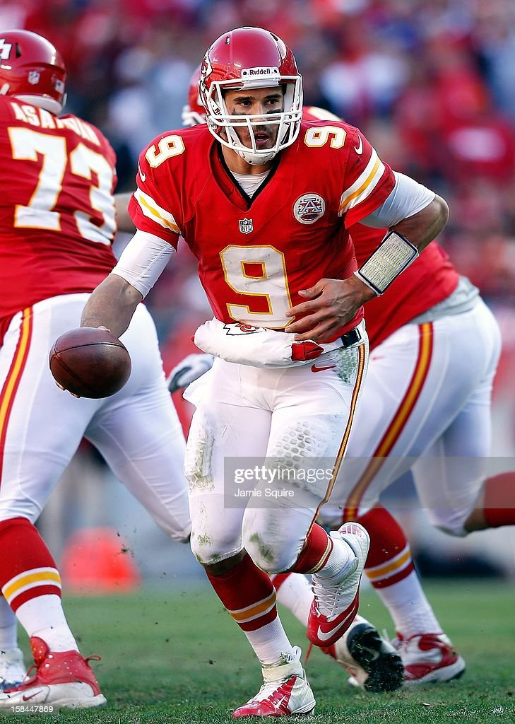 Quarterback <a gi-track='captionPersonalityLinkClicked' href=/galleries/search?phrase=Brady+Quinn&family=editorial&specificpeople=228717 ng-click='$event.stopPropagation()'>Brady Quinn</a> #9 of the Kansas City Chiefs in action during the game against the Denver Broncos at Arrowhead Stadium on November 25, 2012 in Kansas City, Missouri.