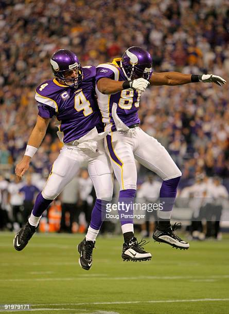 Quarterback Brett Favre celebrates his first quarter tocuhdown pass to wide receiver Visanthe Shiancoe of the Minnesota Vikings against the Baltimore...