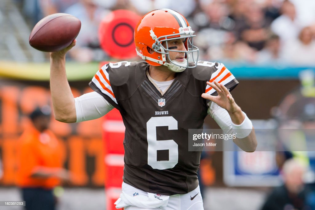 Quarterback <a gi-track='captionPersonalityLinkClicked' href=/galleries/search?phrase=Brian+Hoyer&family=editorial&specificpeople=4018159 ng-click='$event.stopPropagation()'>Brian Hoyer</a> #6 of the Cleveland Browns looks for a pass during the first half against the Cincinnati Bengals at FirstEnergy Stadium on September 29, 2013 in Cleveland, Ohio.