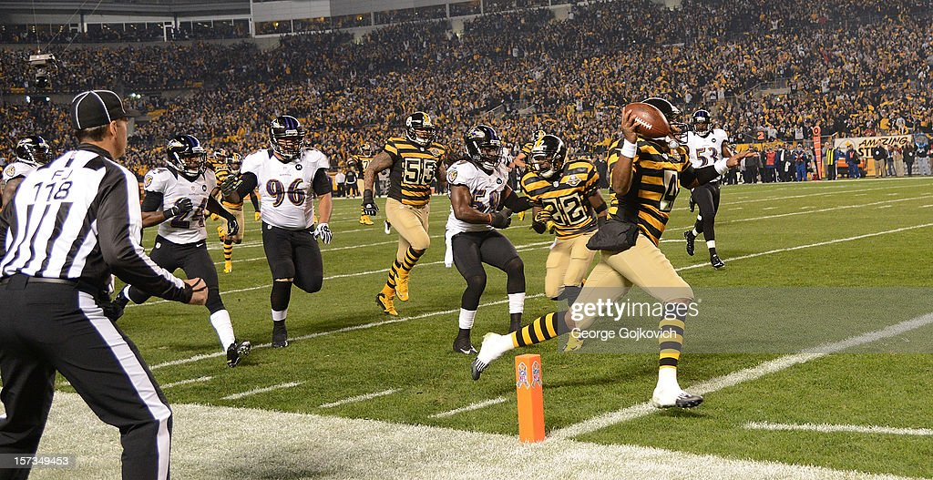 Quarterback Byron Leftwich of the Pittsburgh Steelers scores a touchdown on a 31yard run as he is pursued by defensive lineman Ma'ake Kemoeatu...