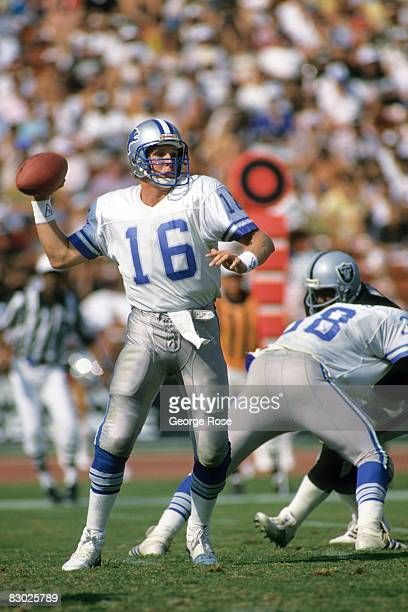 Quarterback Chuck Long of the Detroit Lions passes against the Los Angeles Raiders during a game at the Los Angeles Memorial Coliseum on September 20...