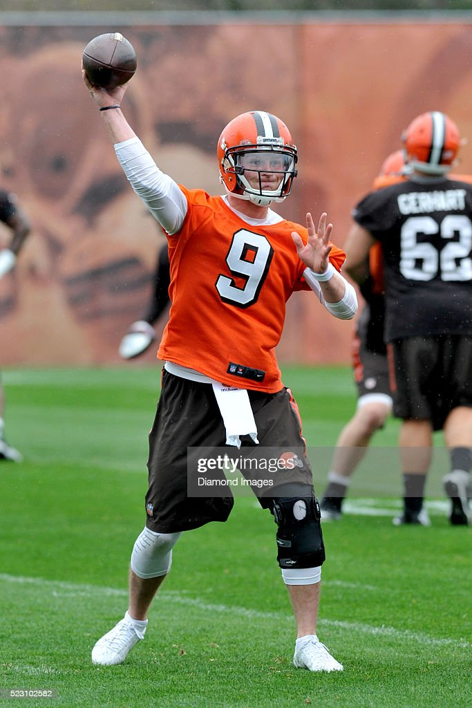 Quarterback <a gi-track='captionPersonalityLinkClicked' href=/galleries/search?phrase=Connor+Shaw+-+American+Football+Player&family=editorial&specificpeople=9849665 ng-click='$event.stopPropagation()'>Connor Shaw</a> #9 of the Cleveland Browns throws a pass during a voluntary minicamp on April 21, 2016 at the Cleveland Browns training facility in Berea, Ohio.