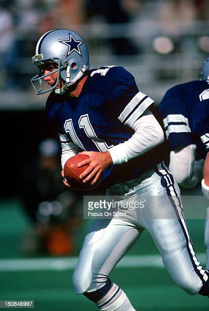 Quarterback Danny White of the Dallas Cowboys turns to hand the ball off against the Philadelphia Eagles during an NFL football game at Veterans...