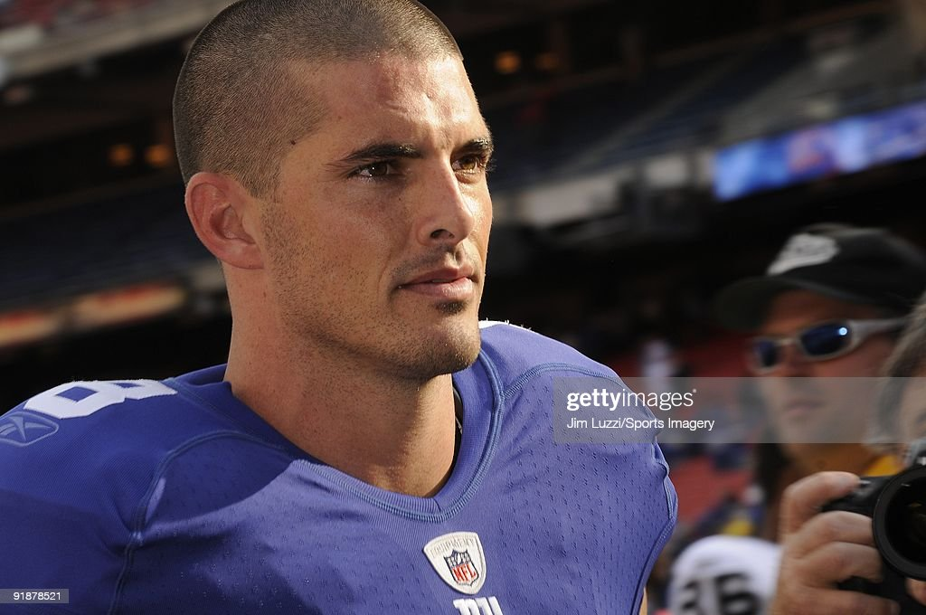 Quarterback David Carr of the New York Giants during a NFL game against the Oakland Raiders on October 11 2009 at Giants Stadium in East Rutherford...
