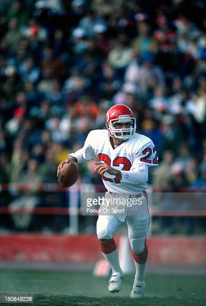 Quarterback Doug Flutie of the New Jersey Generals drops back to pass against the Birmingham Stallions during an USFL football game circa 1985 at...
