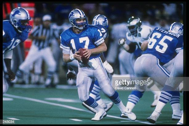 Quarterback Eric Hipple of the Detroit Lions drops back to pass during a game against the Philadelphia Eagles November 16 1986 at Veterans Stadium in...