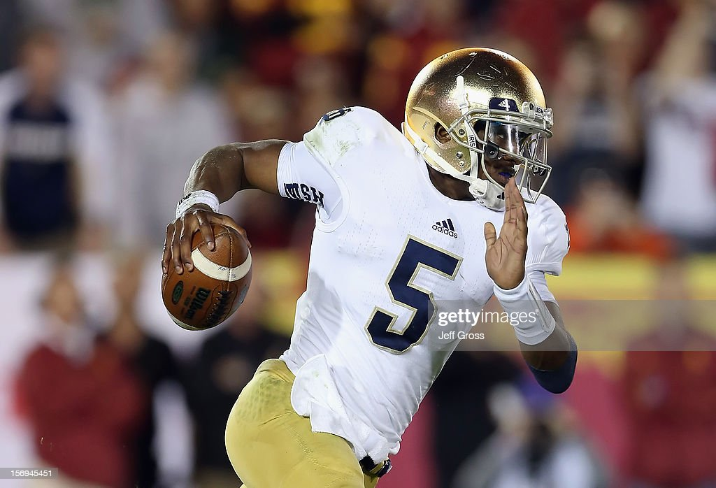 Quarterback Everett Golson #5 of the Notre Dame Fighting Irish carries the ball against the USC Trojans at Los Angeles Memorial Coliseum on November 24, 2012 in Los Angeles, California.